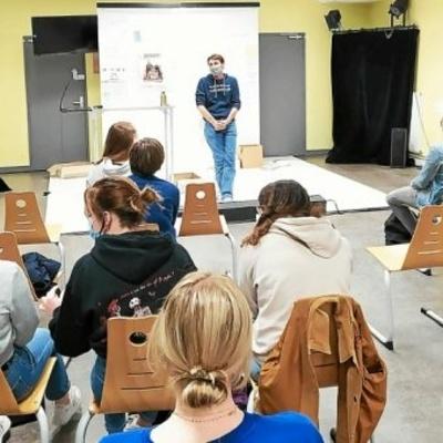 Le théâtre du Totem joue « Hommes de boue » au lycée Henri Avril à Lamballe